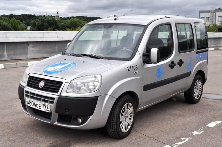 автомобиль из службы социального такси
